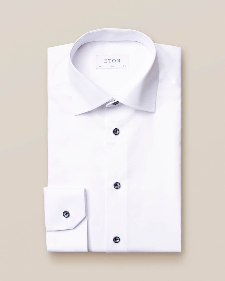 White twill shirt – navy buttons