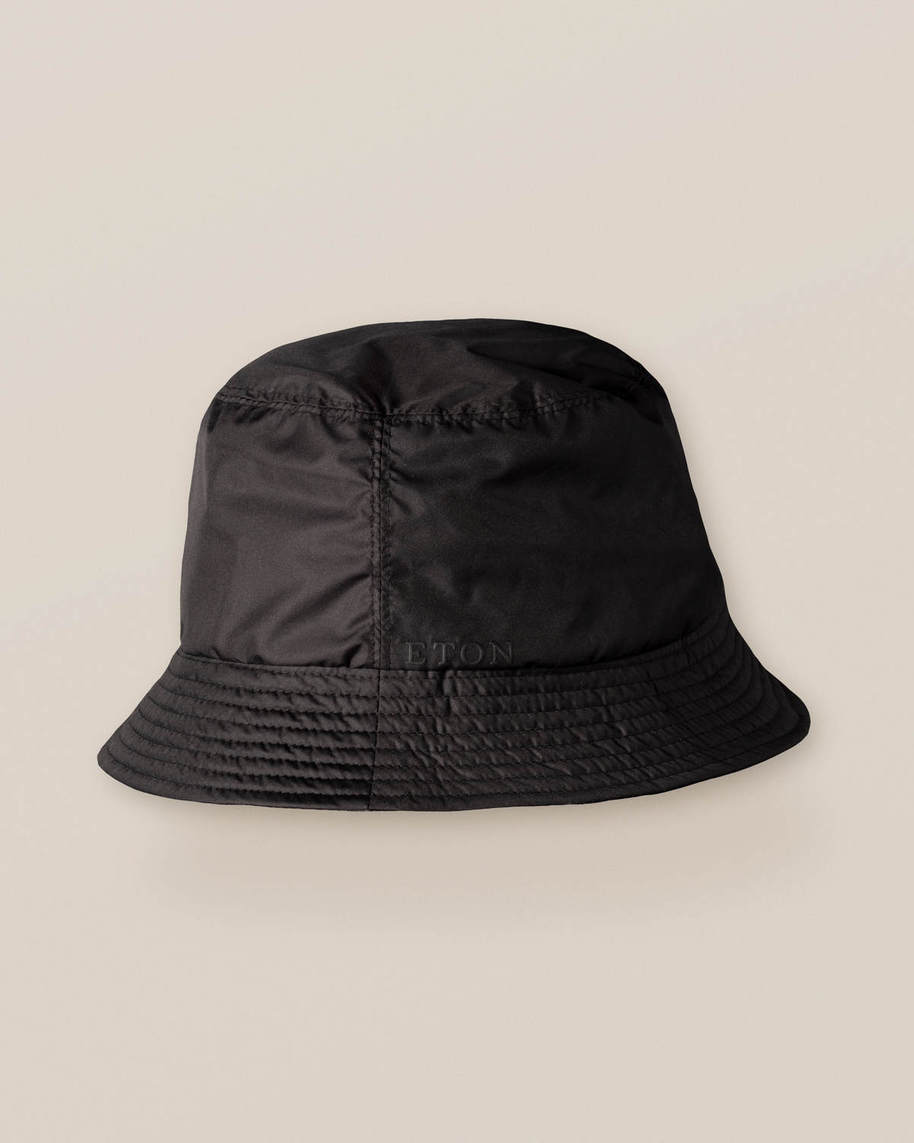 Wendbarer Bucket Hat in Schwarz/Kettendesign